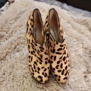 Beautiful leopard Steve Madden heels size 8
